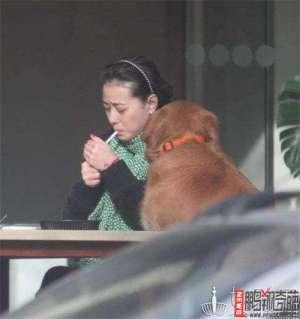 资讯生活【图】周海媚吸烟是真的吗 销魂吸烟照被曝光